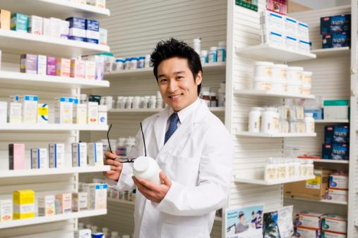 「管理薬剤師」とは?兼業できる?メリット・デメリットや年収について